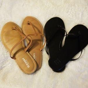 Bundle of 2 flip flop sandals brown/ black size 8